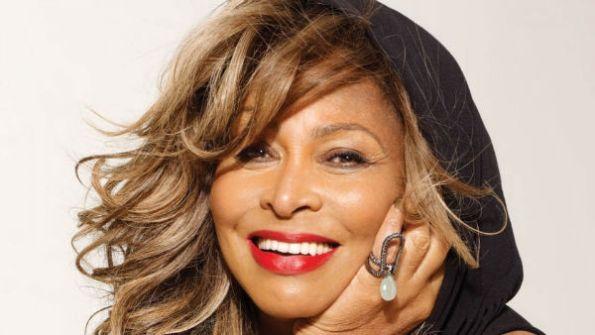 Tina Turner, imminente cittadinanza svizzera con rinuncia passaporto americano-w600-h600