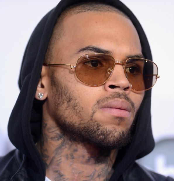 Chris Brown, auto fiammante distrutta per svincolare i paparazzi