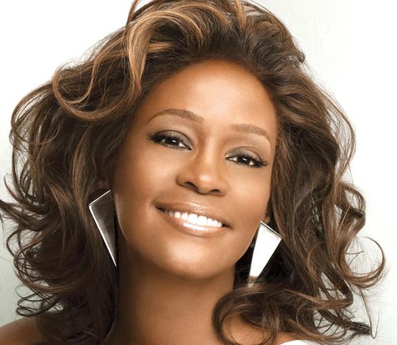 Whitney Houston, minacce ed estorsioni epistolari da fan e maniaci